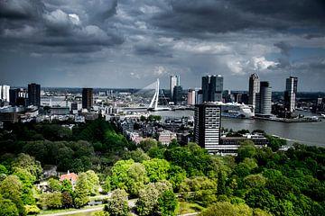 Rotterdam mit Blick auf den Himmel der Erasmusbrücke von Photography by Naomi.K