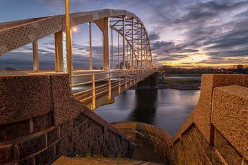 Wilhelminabrug over rivier de IJssel bij Deventer van VOSbeeld fotografie