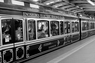 Beschilderde trein, Japan van Inge Hogenbijl