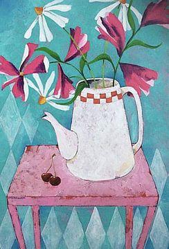 Stillleben mit lustigem rosa Tisch und Blumen von Eveline van Rooy