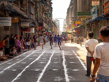 Myanmar - Yangon - Straatspellen van Rik Pijnenburg