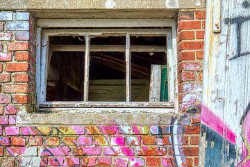bunt verfallenes Fenster von W J Kok