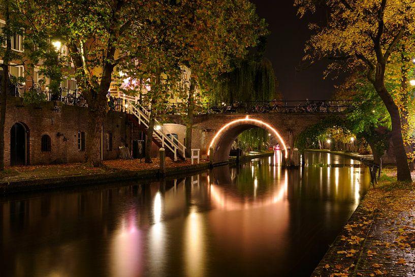 De Jacobibrug over de Oudegracht in Utrecht (2) van Donker Utrecht