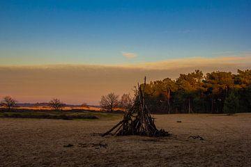 houten hut op de zand vlakte van wiesje van den broek