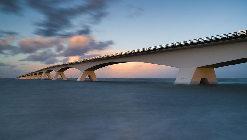 Zeelandbrug bij hoog water van Jan Jongejan