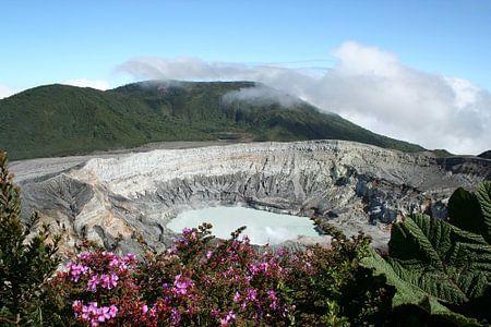 Panoramisch uitzicht over vulkaan Poás in Costa Rica.