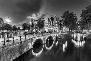 Keizersgracht lantaarn in de avond von Dennis van de Water