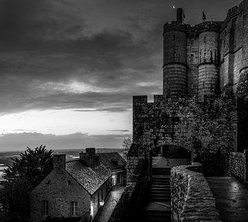 Schwarz-Weiß: Die Abtei von Mont Saint Michel - Frankreich von Rene Siebring