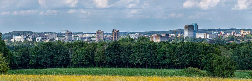 Skyline van Heerlen tijdens de zomer van 2020 van John Kreukniet