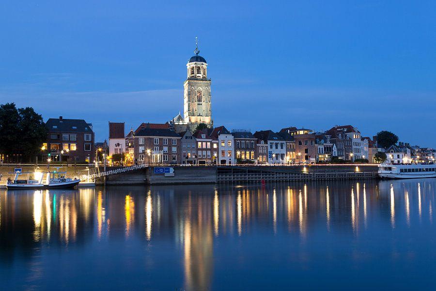 Deventer aan de IJssel tijdens het blauwe uur