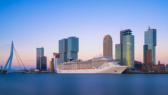 Rotterdam Skyline met Cruise van Albert Dros