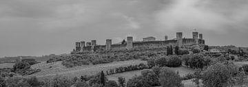 Monochrome Toskana im Format 6x17, Monteriggioni von Teun Ruijters
