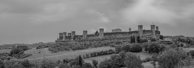 Monochrome Tuscany in 6x17 format, Monteriggioni van Teun Ruijters