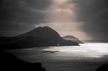 Madeira zonnige oceaan von Eric van den Berg