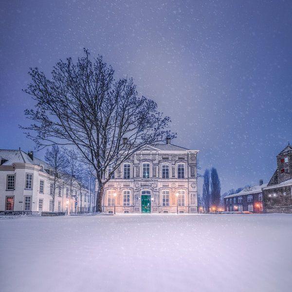 Besneeuwde Kasteelplein in de nacht - Breda van Joris Bax