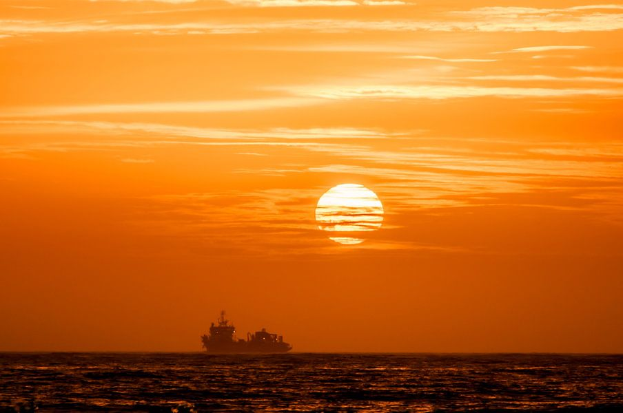Sailing to the Sun van Alex Hiemstra