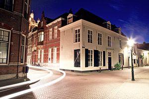 Clarastraat van 's-Hertogenbosch avonds tijdens het blauwe uur van