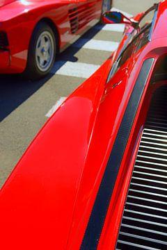 Zwei rote Sportwagen Ferrari Testarossa 1980er Jahre von Sjoerd van der Wal