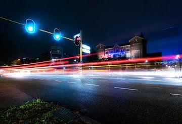 Kolpinghuis bij nacht van Emil Cobussen