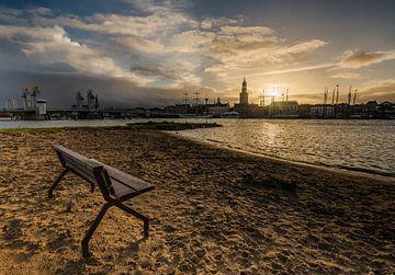 Zonsondergang boven de hanzestad Kampen. van Michel Knikker