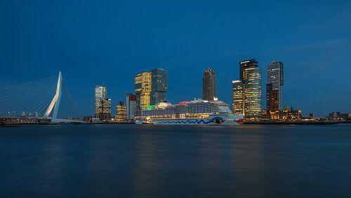 Het cruiseschip AIDA Prima in Rotterdam van MS Fotografie