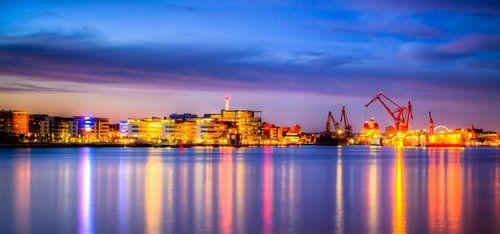 Göteborg Harbour By Night van