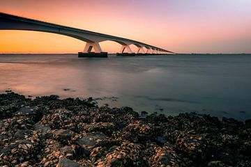 Seebrücke mit Sonnenuntergang von Björn van den Berg