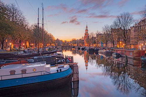 Montelbaanstoren aan de oudeschans Amsterdam