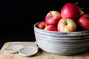 Stilleben von Äpfeln in der Schale von Loes Valckx