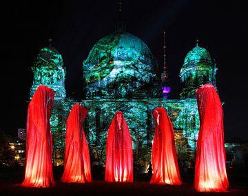 Fünf Skulpturen vor dem Berliner Dom von Frank Herrmann
