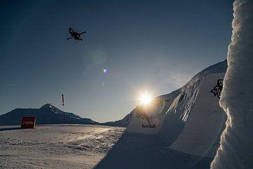 Skifahrer und Sonnenuntergang von Hidde Hageman