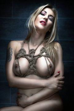 Nude Tied Beauty - Eva Kisimova von Rod Meier