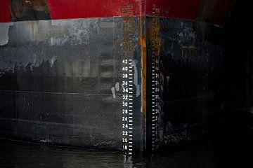 L'art de la proue du navire dans le port. sur scheepskijkerhavenfotografie