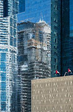 Dubai, Gebäude gespiegelt von Inge van den Brande