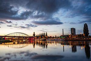 Avond valt over Arnhem van