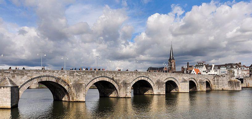 Sint Servaasbrug Maastricht in kleur van Anouschka Hendriks