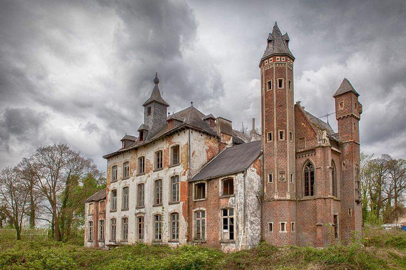 Verlaten kasteel in België van Elly Damen