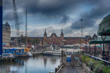Een andere kijk op Amsterdam CS  van Elmar Marijn Roeper