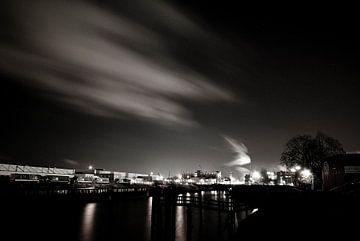 Hafen Hamburg bei Nacht von Norbert Sülzner