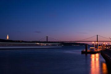 Lissabon brug 25 april van Amanda van Rangelrooij