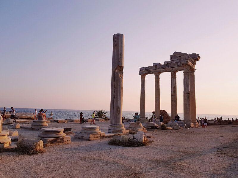 Apollo tempel tijdens zonsondergang II van Jeroen de Vries