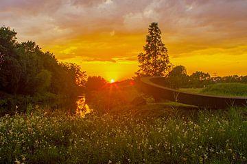 Sonnenuntergang über dem Issel von Norbert Erinkveld
