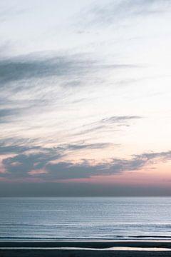 Pastellfarbener Himmel bei Sonnenuntergang an der Nordsee von Simone Neeling