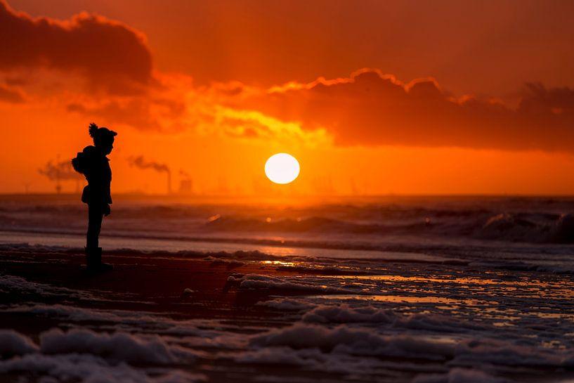 Zonsondergang op Zuiderstrand Den Haag van Rob Kints