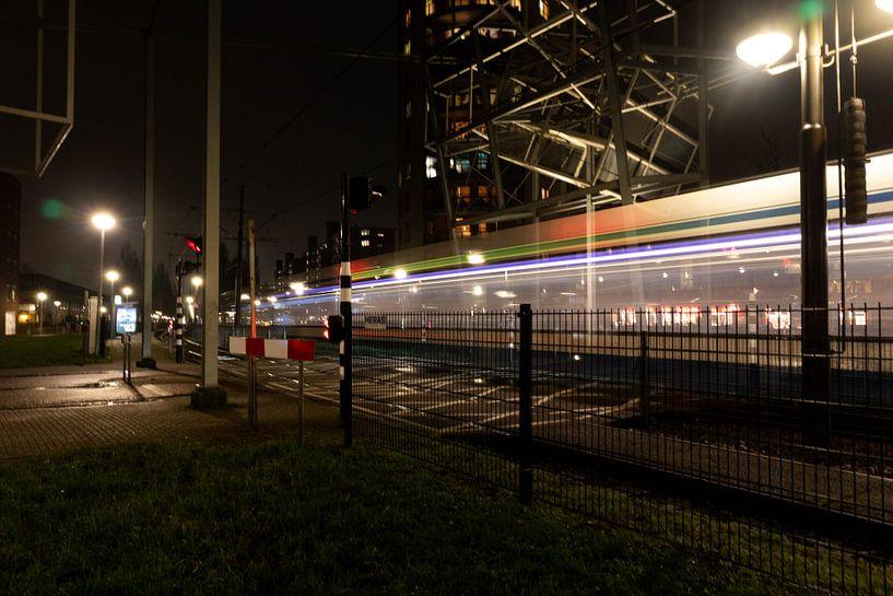 Light trail tram oversteekplaats van Eline Molier