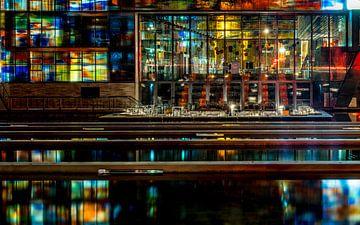 Het Beeld en Geluid museum in Hilversum in de nacht van gooifotograaf