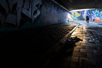 Urban tunnel met graffiti en fietser Berenkuil Eindhoven van Ger Beekes