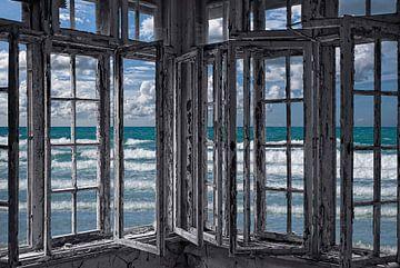 the ocean is coming to take it away . . . haha! von Joachim G. Pinkawa
