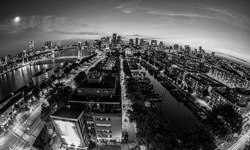 Rotterdam bei Nacht Schwarz-Weiß von Guido Pijper