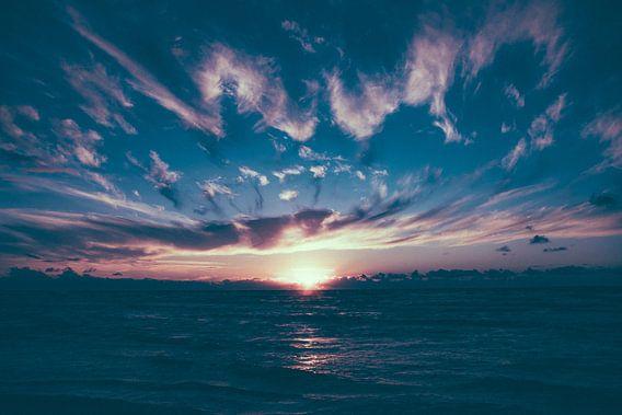 Zonsondergang bij Paal 7 no.2 van Alex Hamstra